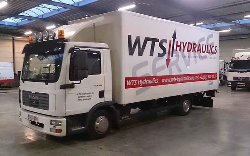 Belettering van een bakwagen voor WTS