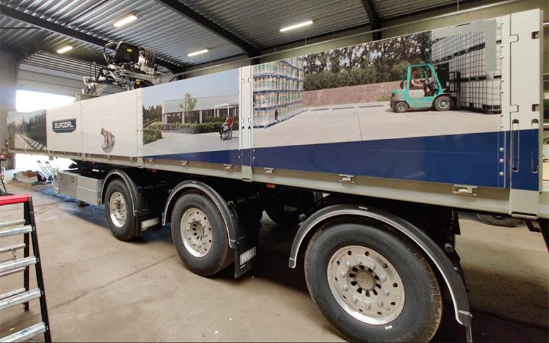 Bestickering van een vrachtwagen voor Eurodal