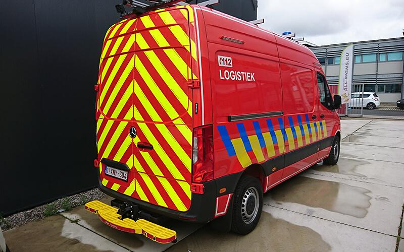 Belettering brandweerwagen met retro reflecterende visgraad wit rood