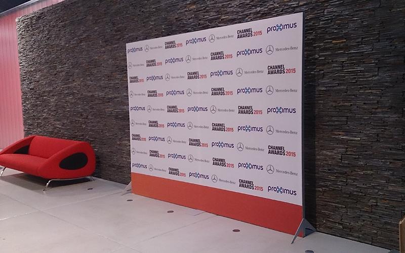 Beurswand in de vorm van een textielframe op de Channel Awards