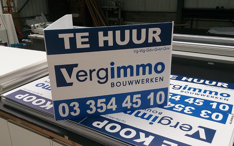 Dit is een immobord met 'te huur' op voor Vergimmo